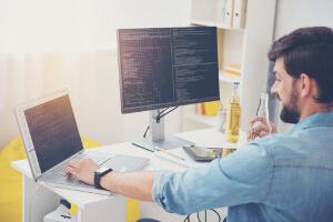 Expert comptable en ligne développement software programmeur agence it