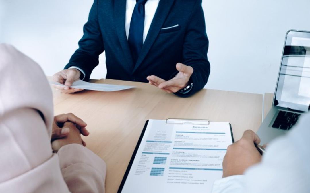 Petite entreprise : les clés pour réussir sa première embauche